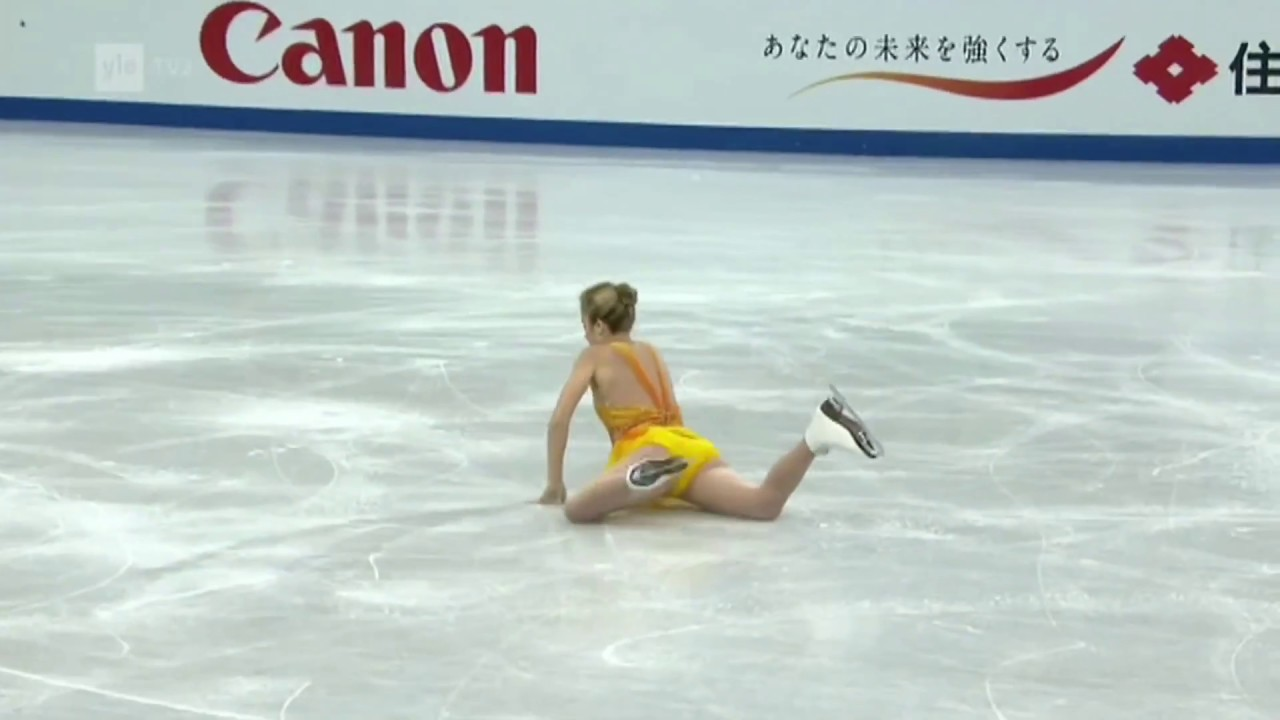 Ashley Wagner falls on her butt then bellyflops - YouTube