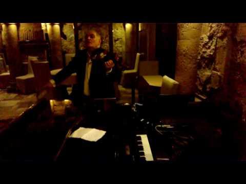 Руби и Гари дует БИ ДЗА ( ресторан Ноян-Тун )