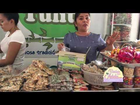 Comprando dulces tipicos de El Salvador