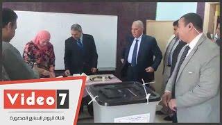 وزير العدل يدلى بصوته فى مدرسة إبراهيم الرفاعى بالقاهرة الجديدة