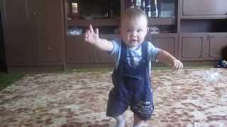 Ребенку 9 месяцев. Учимся ходить.