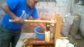 Repeat youtube video Fabricación de briquetas con briqueteadora de palanca simple