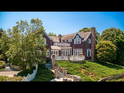 Actress/Model's Hamptons Estate Goes To Auction