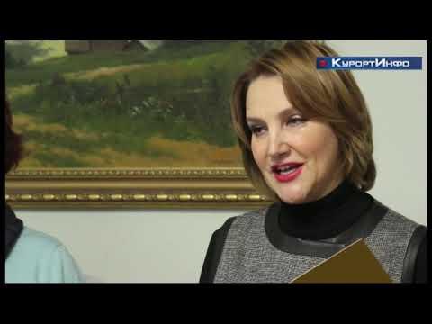 Муниципалитет Сестрорецка поздравил старшее поколение горожан с Днём народного единства