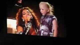 Beyonce singing sings Halo to helps sick little girl with Cancer Chelsea in Sydney Australia