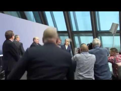 European Central Bank President Mario Draghi e Vítor Constâncio attacked by protester