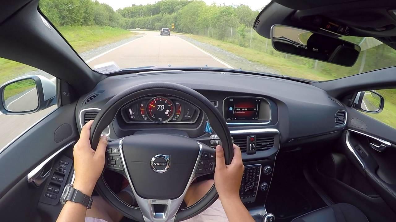 Driving the 2017 Volvo V40 T5 on the Volvo Demo Track ...