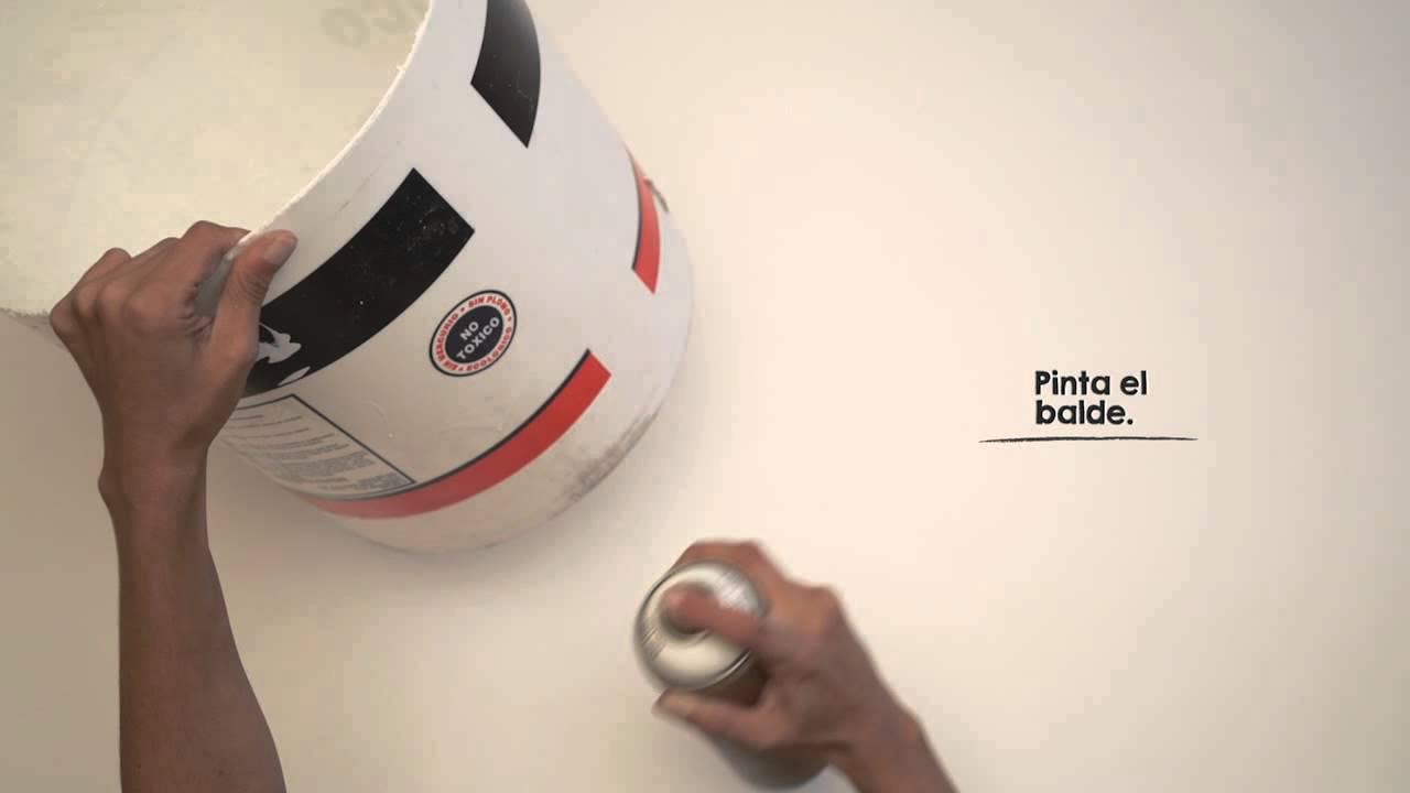 Un macetero con un balde de pintura DIY  YouTube