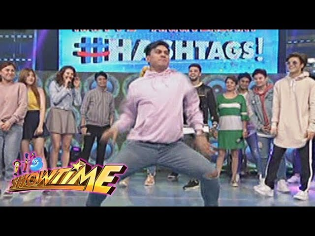 "It's Showtime: Hashtag Zeus dances the ""Ang Kulit"" dance move for Vice Ganda"
