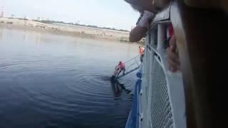 В Перми из Камы достали пассажира, выпрыгнувшего за борт