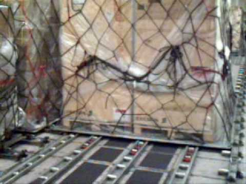 China Airlines Cargo CI268 Loading cargo