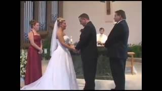 Смешной прикол во время венчания молодых