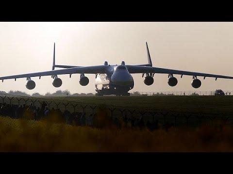 Le plus gros avion-cargo au monde atterrit en Australie