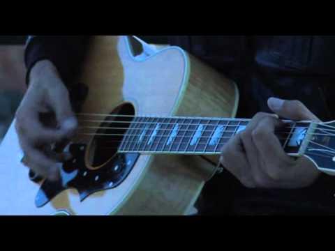 L'amore conta - Ligabue (voce e chitarra)