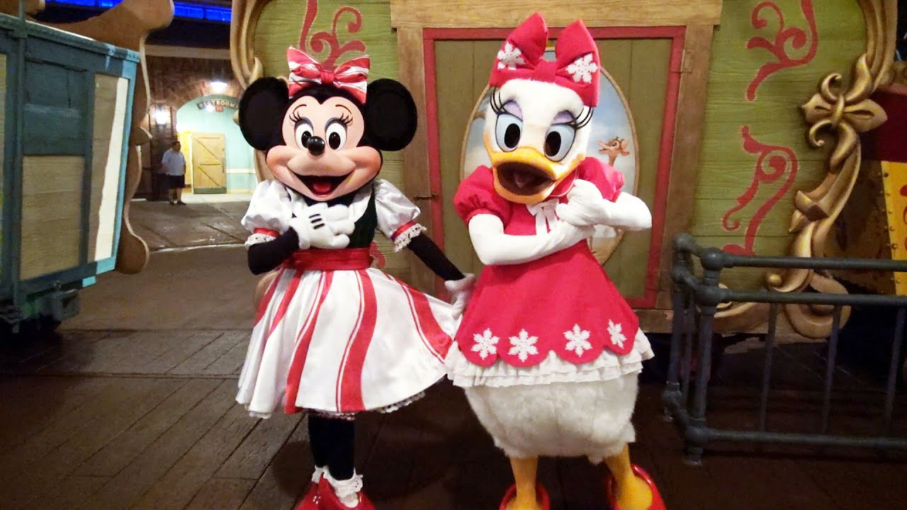 mickey mouse house meet and minnie