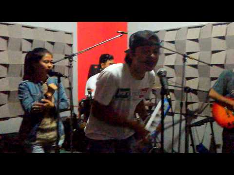Scimmiaska intro live (cover soul crazy)