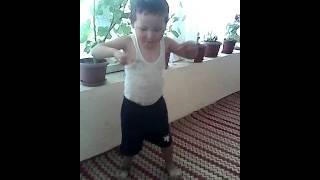 Видео танцует мой братишка(Aziret., 2013-11-08T04:42:12.000Z)