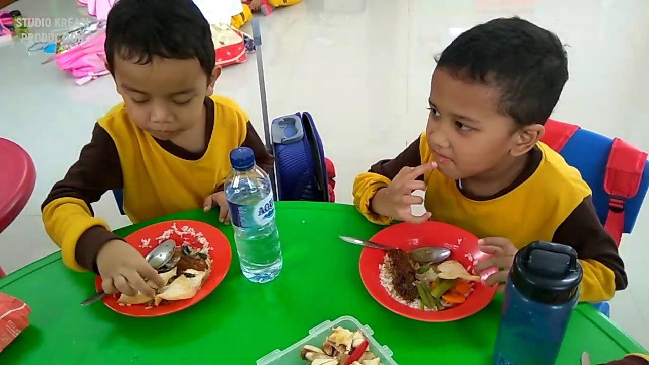 Kegiatan Makan Sehat Bersama Tk Bim Menu Ayam Kecap Dan Sayur