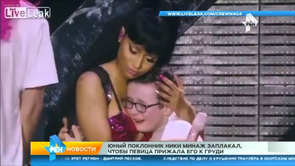 Видео мальчик трогает грудь видео фото 27-375