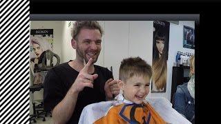 Kinder  beim Friseur