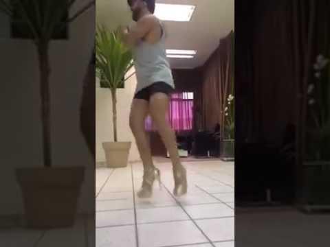 video-zhena-tantsuet-dlya-muzha-chernom