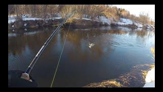 Ловля ЩУКИ весной на МАЛОЙ РЕКЕ Рыбалка на спиннинг в МАРТЕ