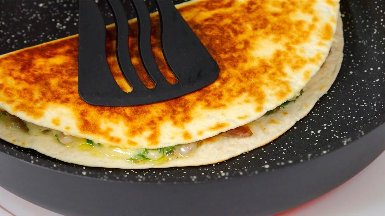 """СУПЕР завтрак за 5 минут! Ленивые """"чебуреки"""" с тушенкой и сыром ..."""