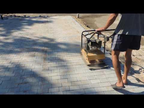 укладка тротуарной плитки виброплитой видео