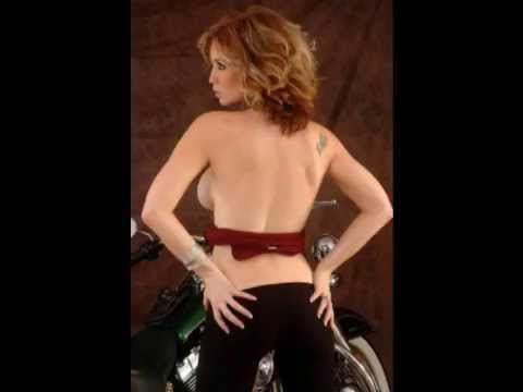 biker babes baare boobs