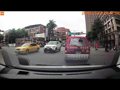「紅燈迴轉?」,員警 用肉眼遙望遠方做違規判斷?