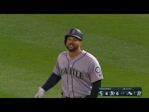 SEA@OAK: Alonso picks up his first hit as a Mariner