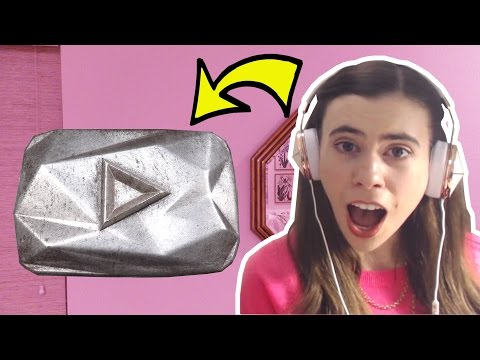 EATING THE DIAMOND PLAY BUTTON?!? REAL CHOCOLATE!!!
