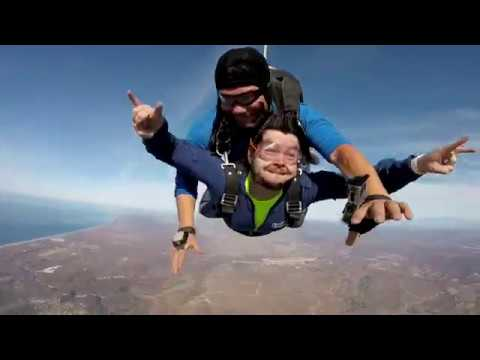 Twitch Streamer goes Skydiving