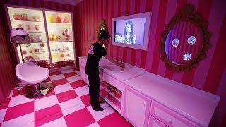 """""""Barbie Rüya Evi"""" Berlin'de protestolar eşliğinde açıldı"""