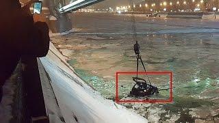 Девушка на машине упала в Москва реку  Извлечение авто из реки