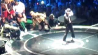 TIGER SHROFF DANCE TRIBUTE TO MICHAEL JACKSON