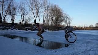 Закаливание  моржевание плавание в ледяной воде.Quenching winter swimming swimming in ice water.