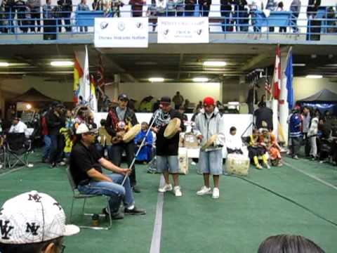 Blackfoot  Confederacy Hand-drummers @ Morley Pow-wow 09