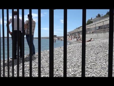 Демонтаж незаконного ограждения на пляже в поселке Утес