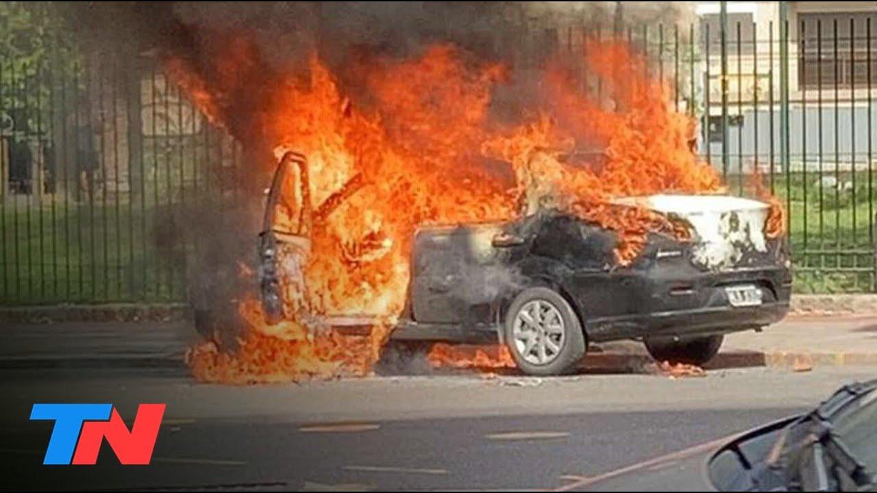EXPLOSIÓN EN RECOLETA | Así fue el momento en el que un taxi se prendió fuego y explotó en el centro