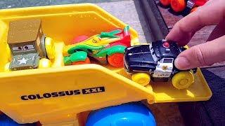 Мультик ПРО МАШИНКИ Молния МАКВИН с машинками в бассейне Машинки для мальчиков из мультика тачки