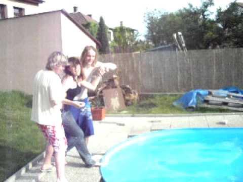 Hození do bazenů