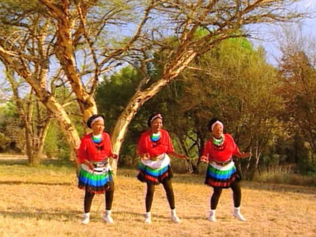 Mahlathini and the Mahotella Queens  - Umuntu Ngumuntu
