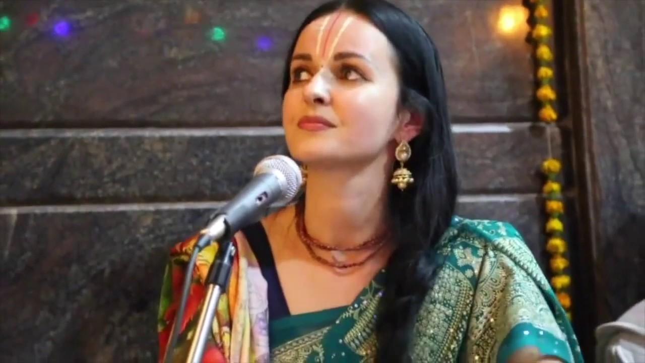 KIRTAN LED BY MIRA at Shree Giridhar Dham ashram in Vrindavan