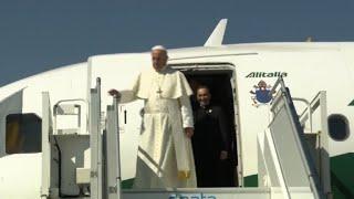 Le pape François arrive à Genève en Suisse