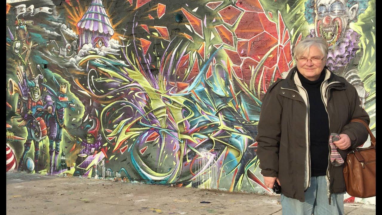 Graffiti oma fotografiert streetart in berlin