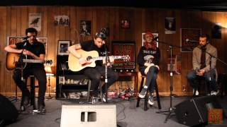 102.9 The Buzz Acoustic Session: Paramore: In The Mourning/Landslide