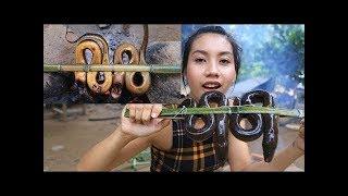 Primitive Technology Survival skill cooking Ells in forestWilderness Tech Khmer Survival Skills