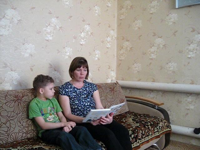 Изображение предпросмотра прочтения – ИринаПанова читает произведение «Капризная кошка» ВладимираГригорьевичаСутеева