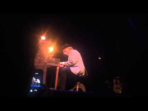 Neil Young - Reason to Believe (Tim Hardin cover) - live at the Chicago Theatre - 4/22/2014